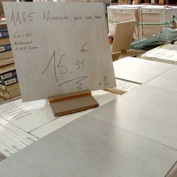 "Carrelage Terrasse 60x60cm ""AAF5 Nuancier Gris Noir Grip"" - Mastock"